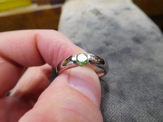 カラーダイヤモンド エンゲージリング