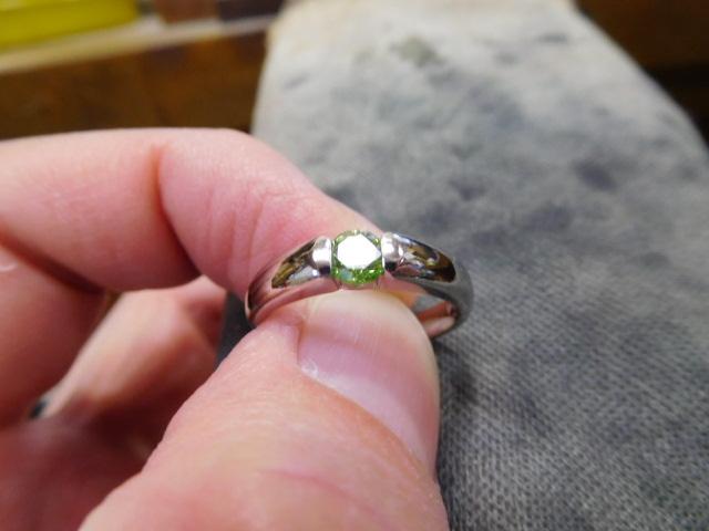 カラーダイヤモンド 婚約指輪