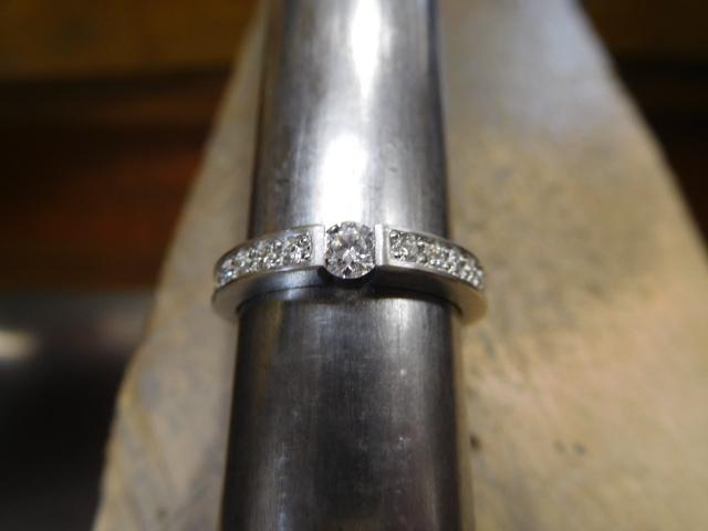 ハーフエタニティリング 婚約指輪