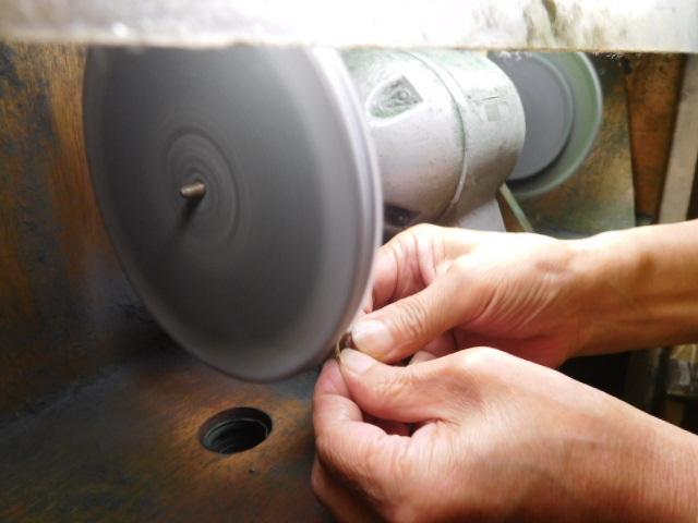プラチナリングのバフガケ-指輪を磨く方法