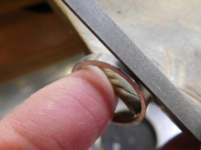 平打ちリングの作り方-表面の削り方