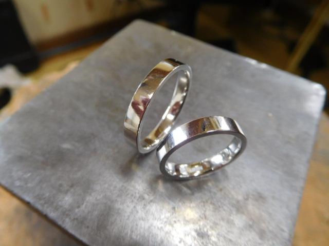 凄くシンプルな結婚指輪 フラットな平打ちリング