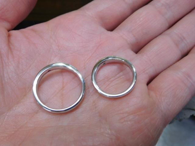 V字・月形の結婚指輪