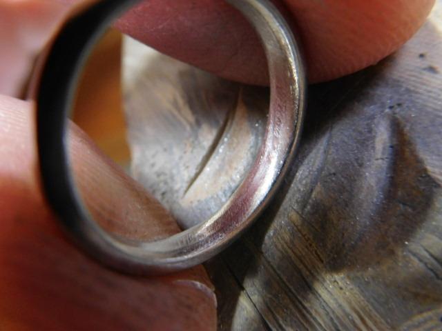 指輪の内側が甲丸
