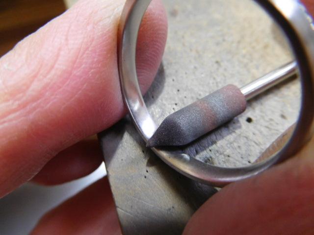 指輪の内側の磨き方