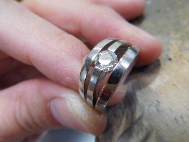 透かし 婚約指輪