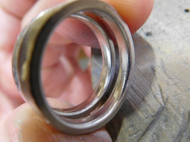 結婚指輪 中が丸い
