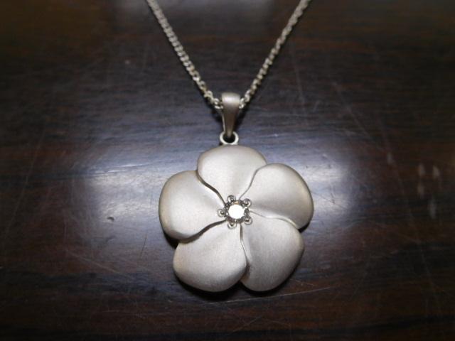 ペンダントネックレス 花