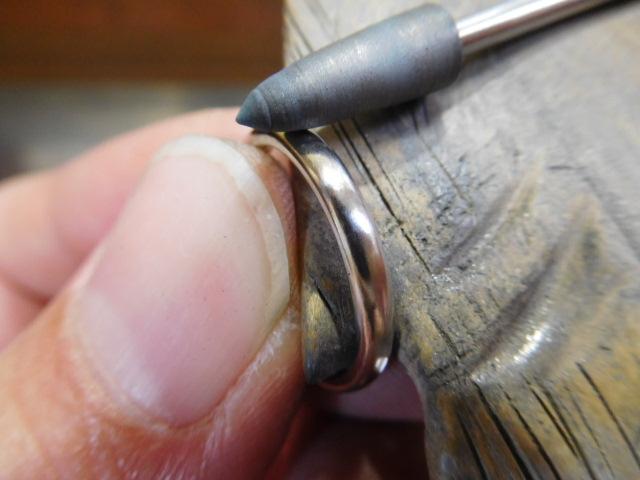 指輪 光沢