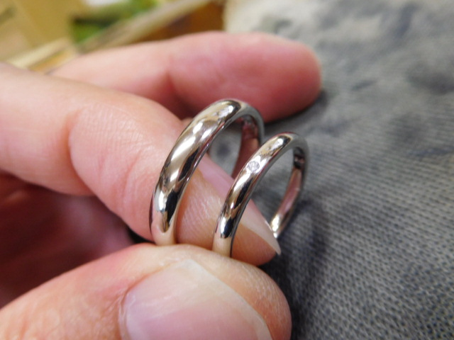 細身の甲丸 結婚指輪