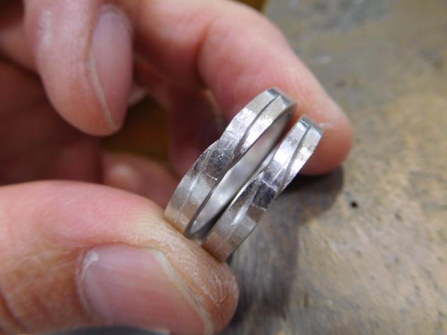 結婚指輪 交差