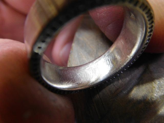 平打ち指輪 内甲丸