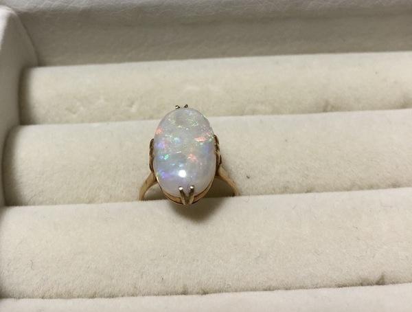 オパール 金の指輪