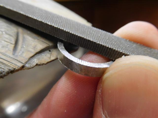 指輪の幅を狭く削る