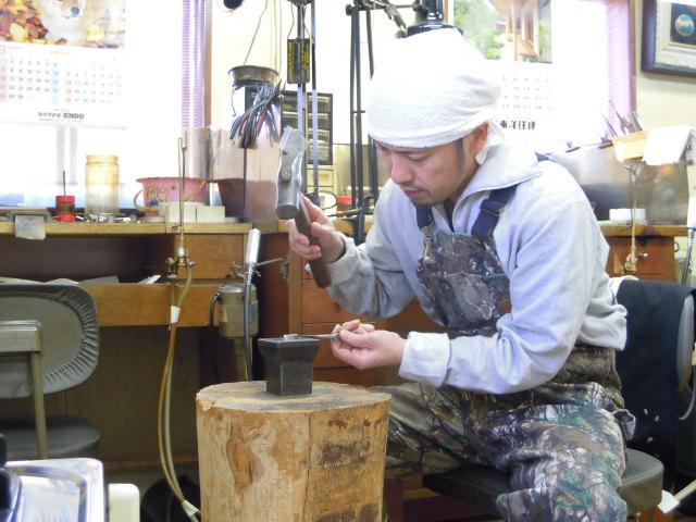 鍛造指輪 作る職人
