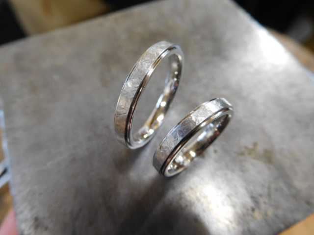 フチ付き コンビ結婚指輪