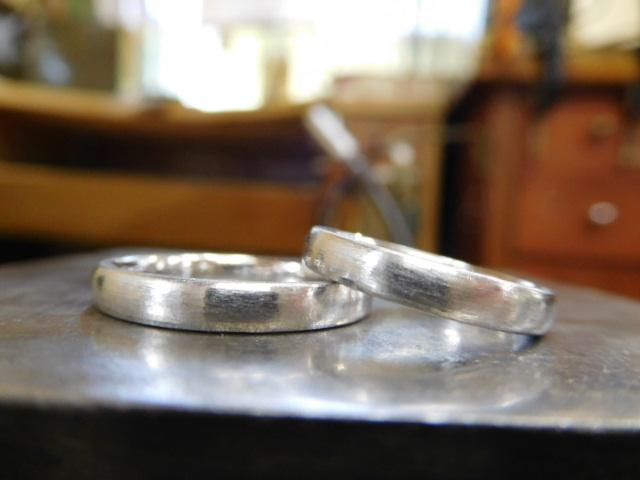 荒削り 結婚指輪