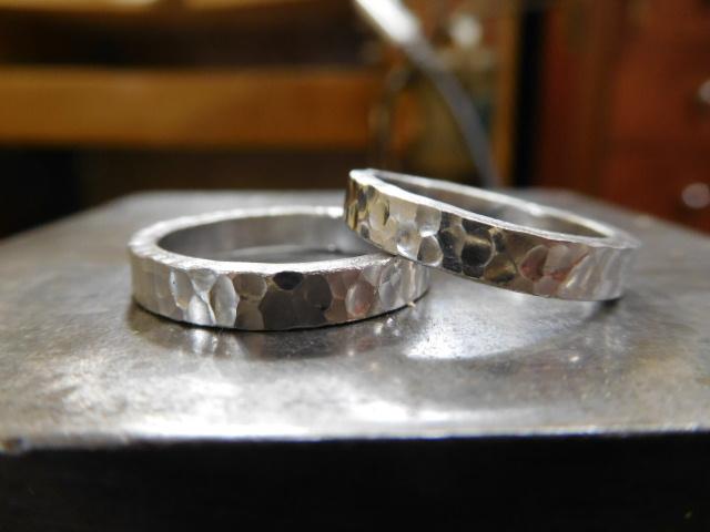 結婚指輪 槌目模様