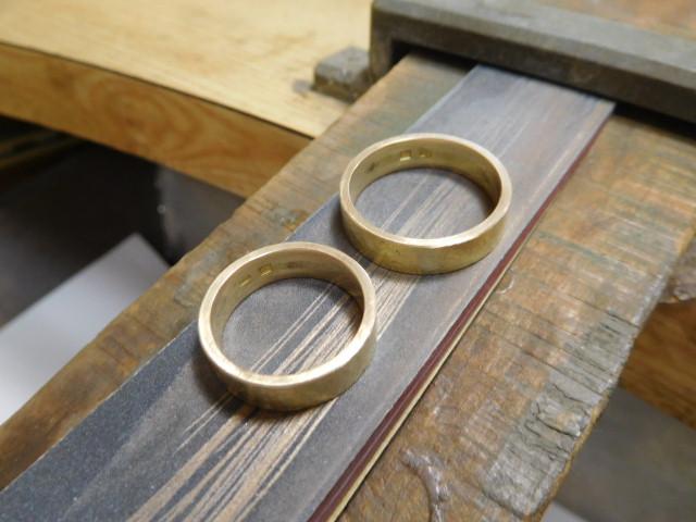 金の指輪 傷を消す