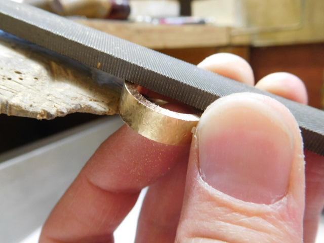 指輪の幅を削る