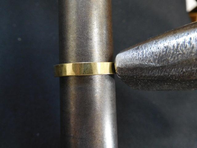 金の結婚指輪 鎚目
