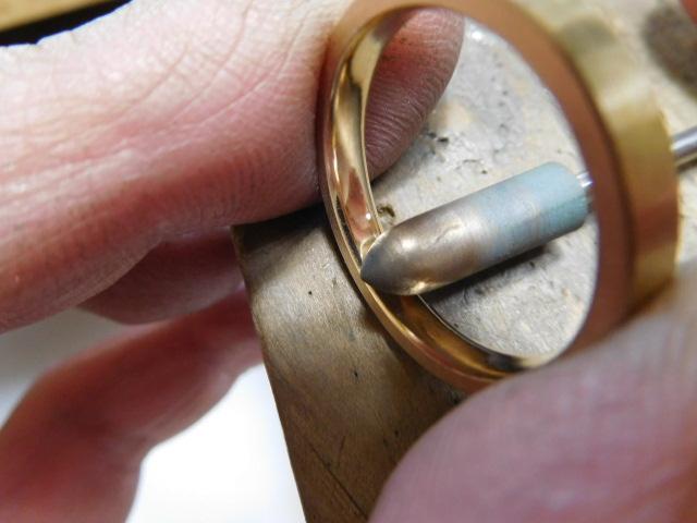 金の指輪 光沢にする