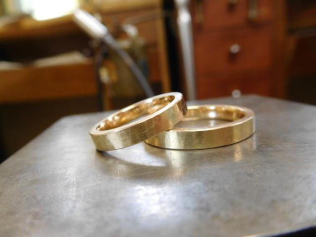 結婚指輪 鎚目 金