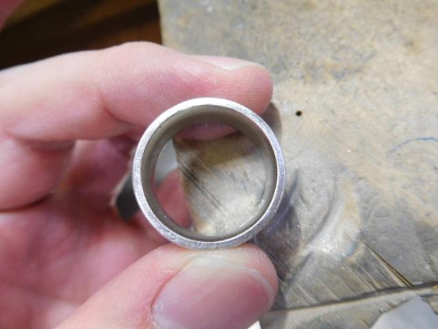 指輪の側面も滑らかに