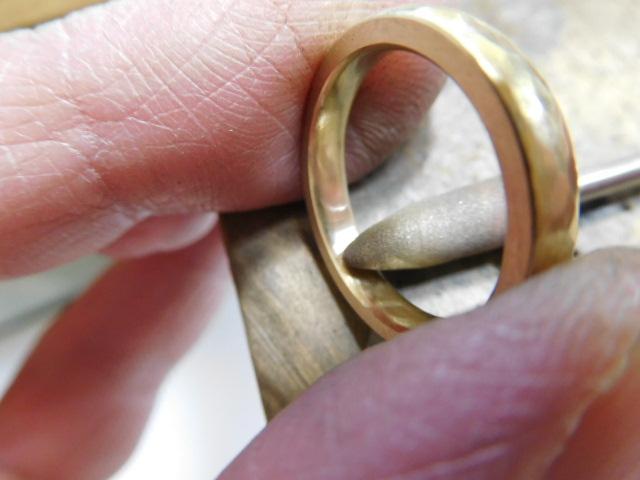 指輪の裏側 磨く