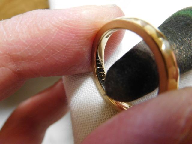 指輪の裏側 光らせる