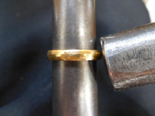指輪 純金 鎚目
