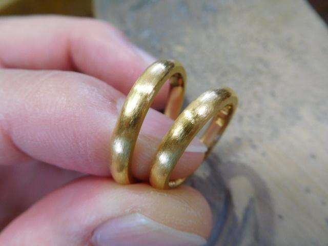結婚指輪 鍛造 純金
