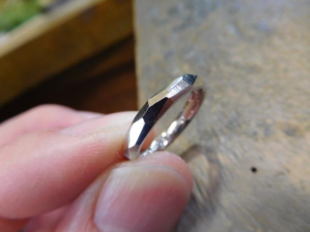 レディースの指輪 彫金