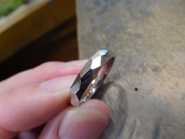 メンズの指輪 彫金