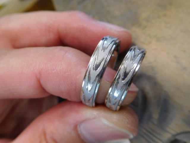 結婚指輪 木目