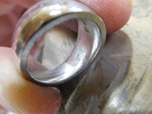 指輪の裏側 丸い