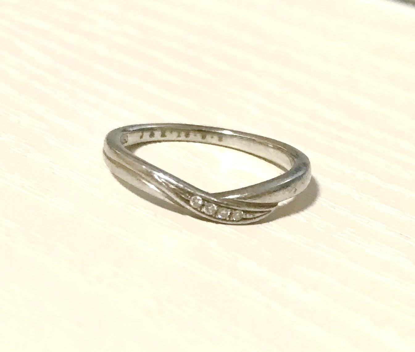 結婚指輪 V字