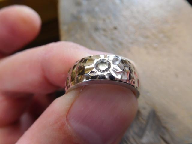 婚約指輪 幅広い