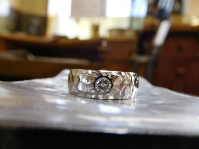 婚約指輪 太い