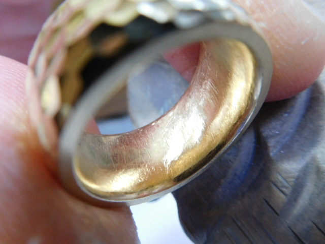 女性 ゴールド 太い指輪