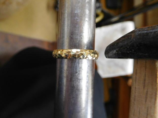 鍛造 ゴールド 指輪
