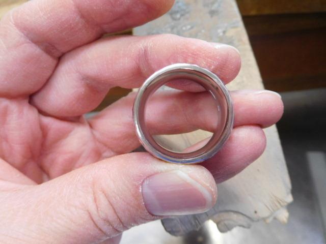 指輪 分厚い