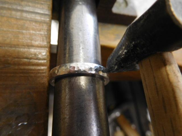 指輪 プラチナ 槌目