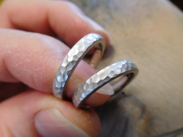 結婚指輪 プラチナ 槌目
