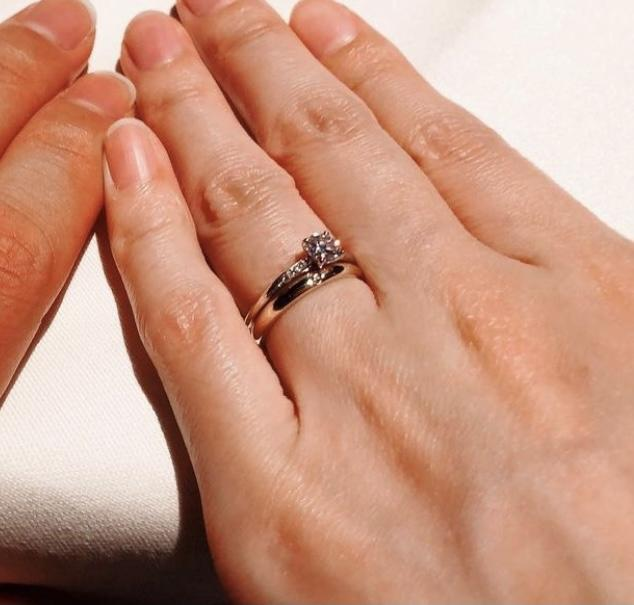 結婚指輪とダイヤの婚約指輪がセット