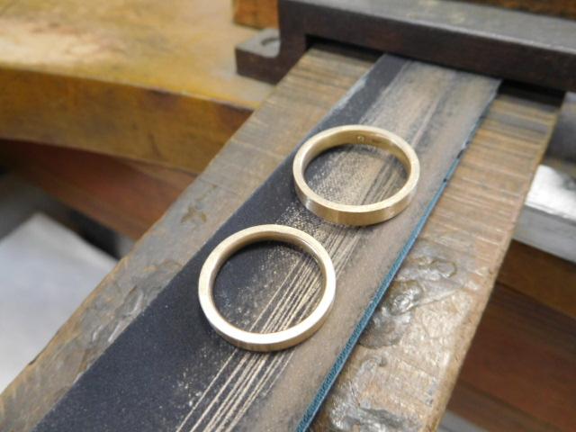ヘアライン 結婚指輪 やり方