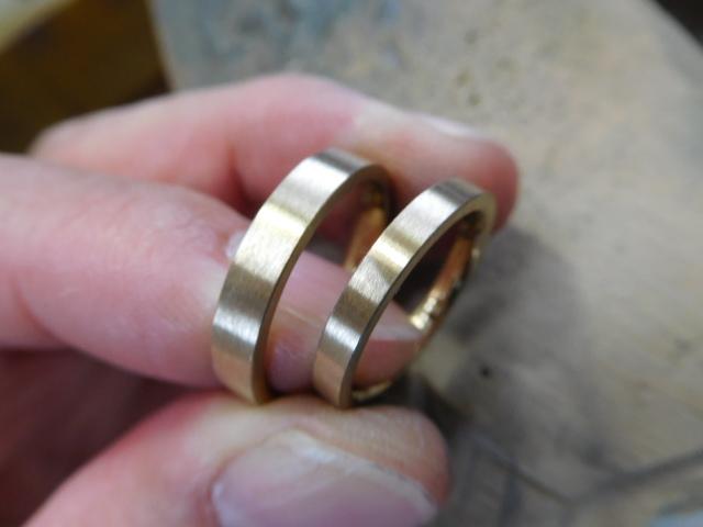 ヘアライン ゴールド 結婚指輪
