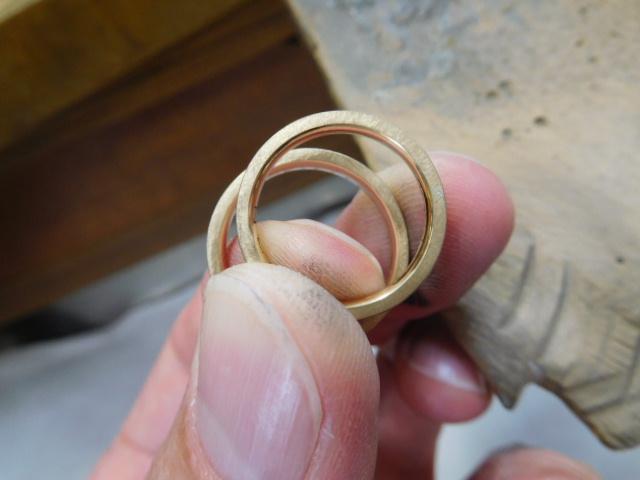 ヘアライン 結婚指輪 ゴールド